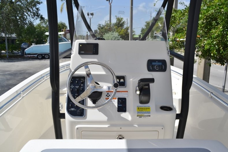 Thumbnail 9 for New 2018 Cobia 201 Center Console boat for sale in Miami, FL