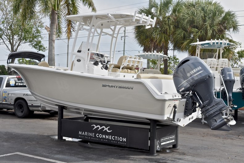 Thumbnail 5 for New 2018 Sportsman Heritage 211 Center Console boat for sale in Miami, FL