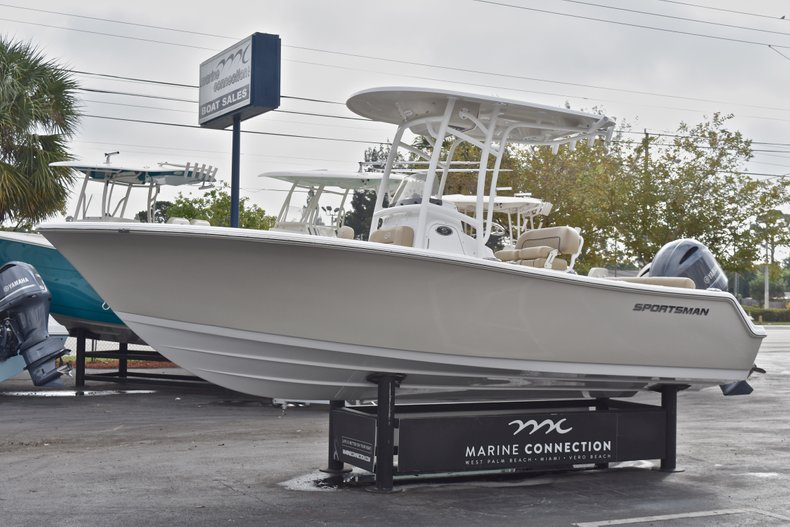 Thumbnail 3 for New 2018 Sportsman Heritage 211 Center Console boat for sale in Miami, FL