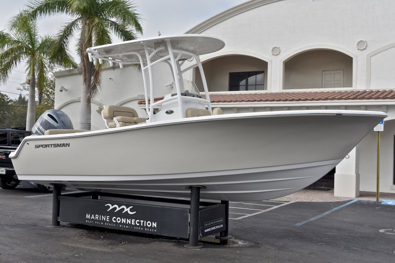 Thumbnail 1 for New 2018 Sportsman Heritage 211 Center Console boat for sale in Miami, FL