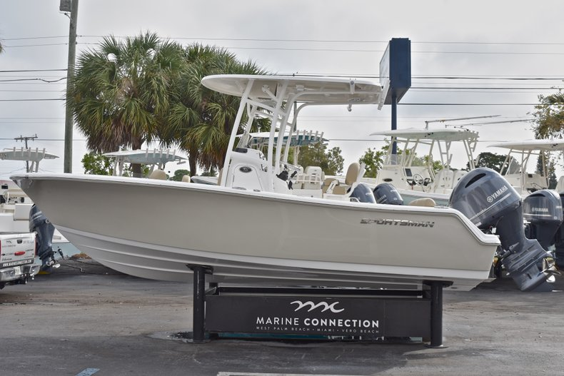 Thumbnail 4 for New 2018 Sportsman Heritage 211 Center Console boat for sale in Miami, FL