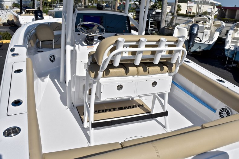 Thumbnail 10 for New 2018 Sportsman Heritage 211 Center Console boat for sale in Miami, FL