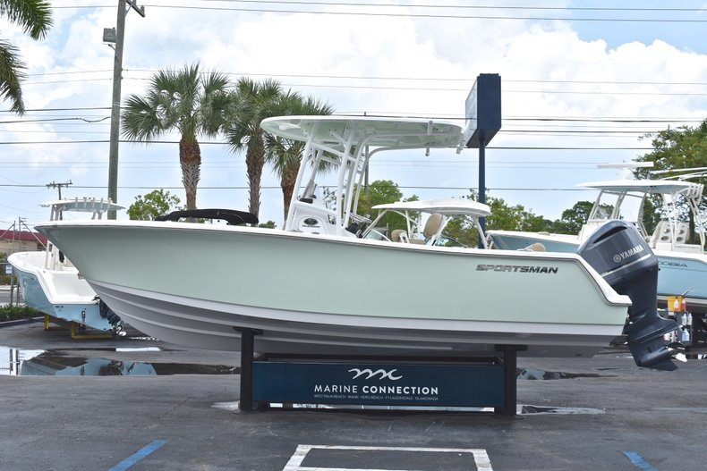 Thumbnail 4 for New 2018 Sportsman Heritage 231 Center Console boat for sale in Miami, FL