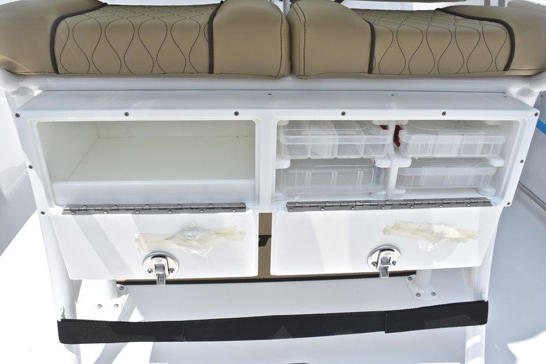 Thumbnail 21 for New 2018 Sportsman Heritage 231 Center Console boat for sale in Miami, FL