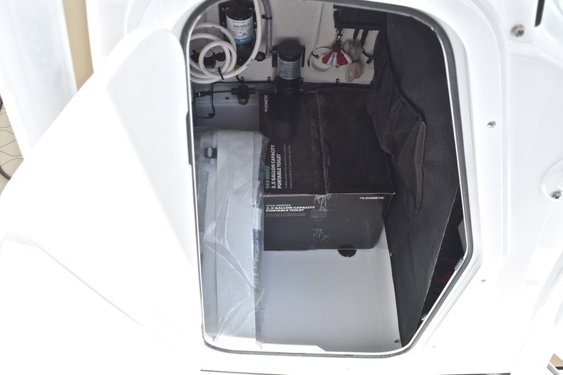 Thumbnail 43 for New 2018 Sportsman Heritage 231 Center Console boat for sale in Miami, FL