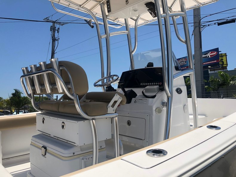 Thumbnail 3 for Used 2015 Sportsman Open 212 Center Console boat for sale in Miami, FL