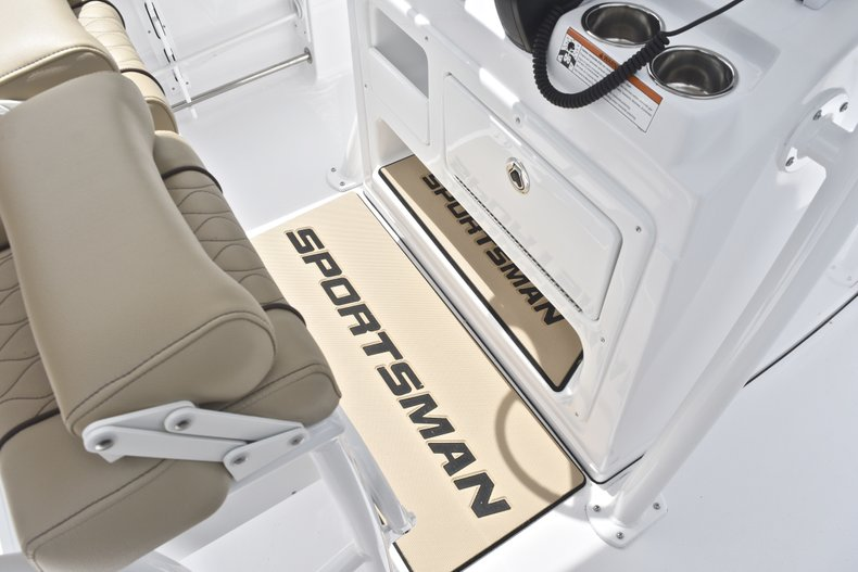 Thumbnail 36 for New 2018 Sportsman Heritage 231 Center Console boat for sale in Miami, FL