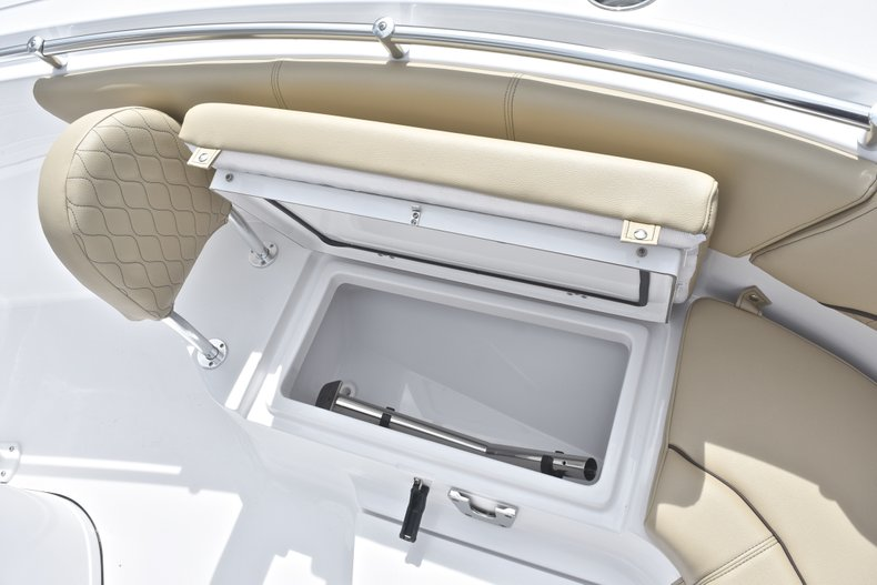 Thumbnail 49 for New 2018 Sportsman Heritage 231 Center Console boat for sale in Miami, FL