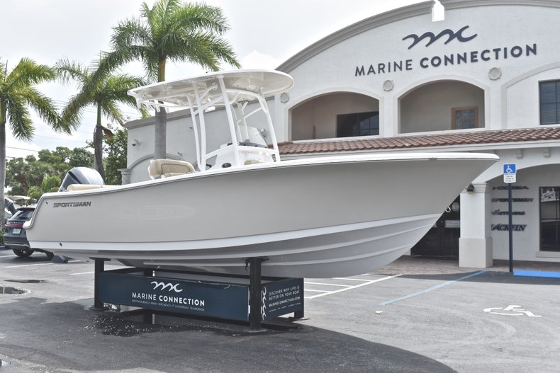 Thumbnail 1 for New 2018 Sportsman Heritage 231 Center Console boat for sale in Miami, FL