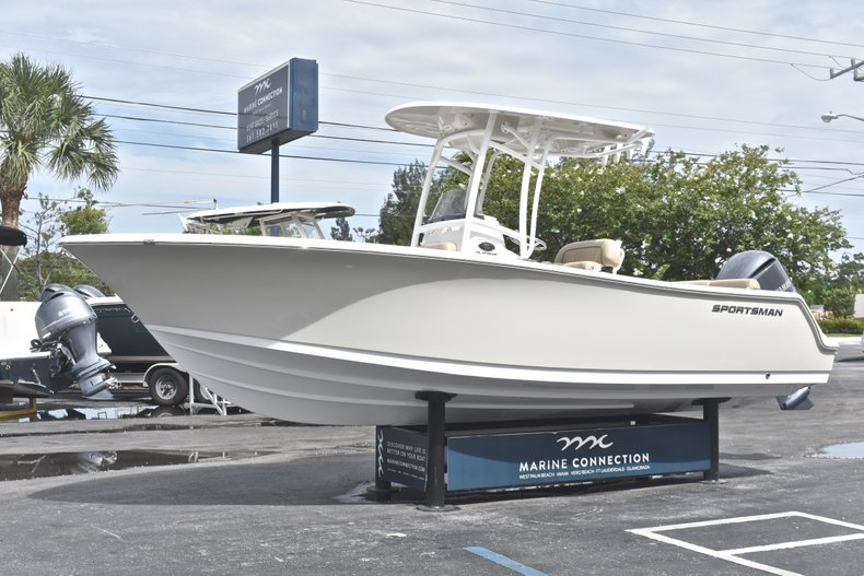 Thumbnail 3 for New 2018 Sportsman Heritage 231 Center Console boat for sale in Miami, FL