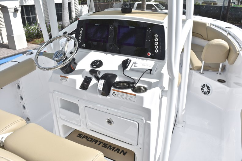 Thumbnail 25 for New 2018 Sportsman Heritage 231 Center Console boat for sale in Miami, FL