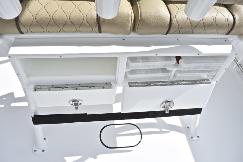 Thumbnail 19 for New 2018 Sportsman Heritage 231 Center Console boat for sale in Miami, FL