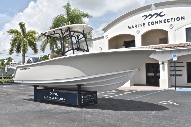 Thumbnail 2 for New 2019 Sportsman Heritage 231 Center Console boat for sale in Miami, FL