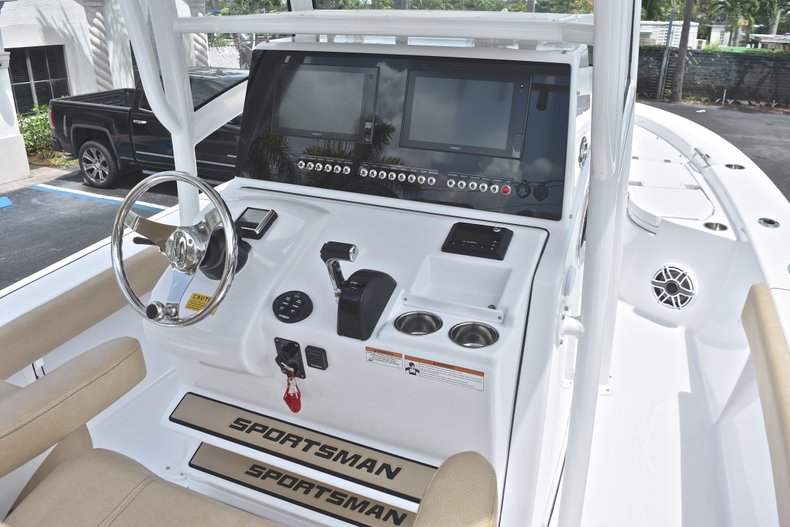 Thumbnail 34 for New 2019 Sportsman Masters 267 Bay Boat boat for sale in Miami, FL
