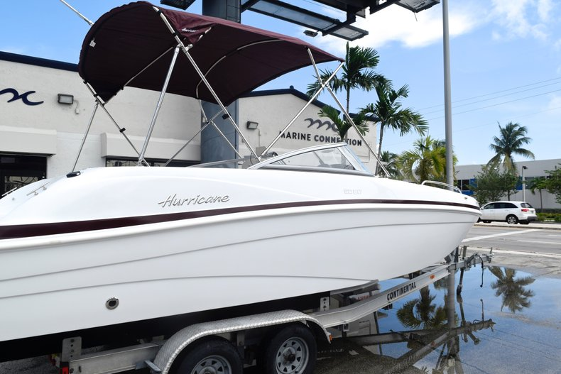Thumbnail 6 for New 2019 Hurricane 217 SunDeck OB boat for sale in Miami, FL