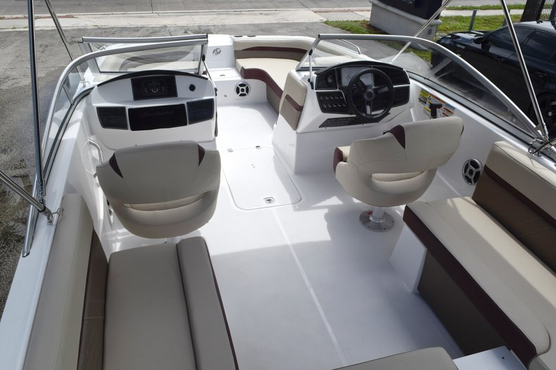 Thumbnail 12 for New 2019 Hurricane 217 SunDeck OB boat for sale in Miami, FL