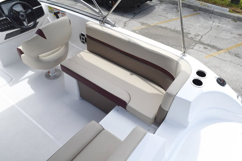 Thumbnail 14 for New 2019 Hurricane 217 SunDeck OB boat for sale in West Palm Beach, FL