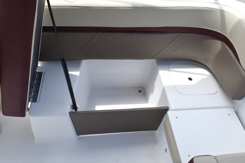 Thumbnail 15 for New 2019 Hurricane 217 SunDeck OB boat for sale in West Palm Beach, FL