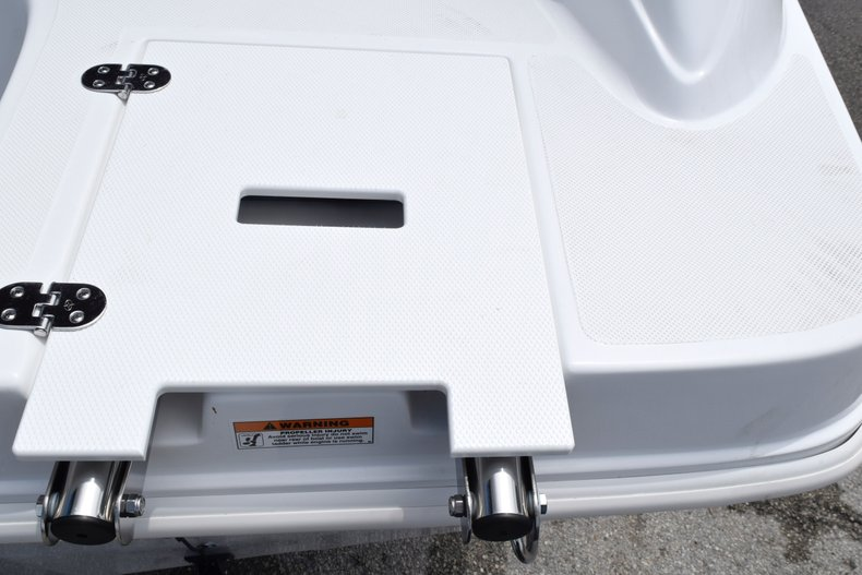Thumbnail 10 for New 2019 Hurricane 217 SunDeck OB boat for sale in Miami, FL