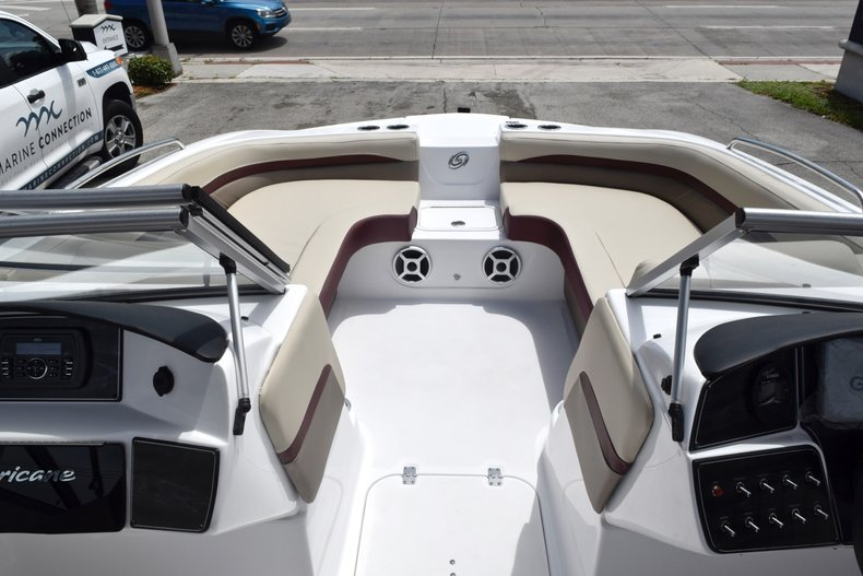 Thumbnail 40 for New 2019 Hurricane 217 SunDeck OB boat for sale in Miami, FL