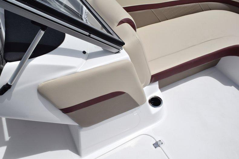 Thumbnail 41 for New 2019 Hurricane 217 SunDeck OB boat for sale in Miami, FL
