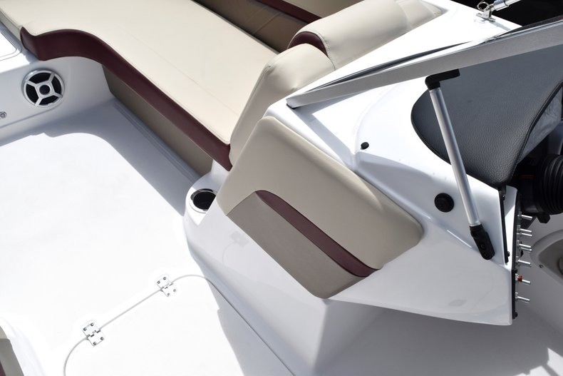 Thumbnail 42 for New 2019 Hurricane 217 SunDeck OB boat for sale in West Palm Beach, FL