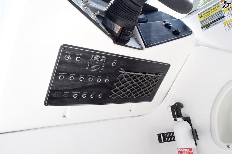 Thumbnail 36 for New 2019 Hurricane 217 SunDeck OB boat for sale in Miami, FL