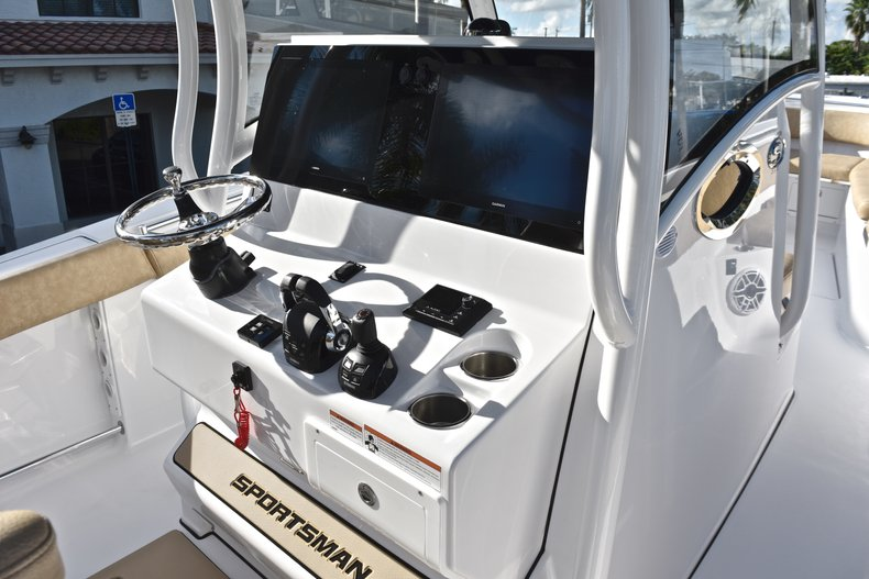 Thumbnail 61 for New 2019 Sportsman Open 312 Center Console boat for sale in Miami, FL