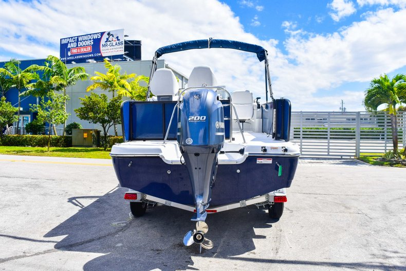 Thumbnail 6 for New 2019 Hurricane FunDeck FD 236 Wet Bar OB boat for sale in Miami, FL
