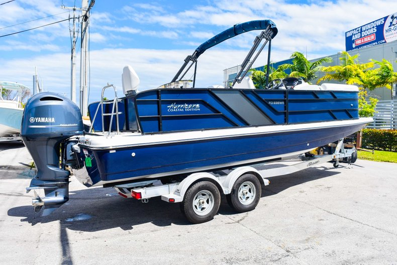 Thumbnail 7 for New 2019 Hurricane FunDeck FD 236 Wet Bar OB boat for sale in Miami, FL
