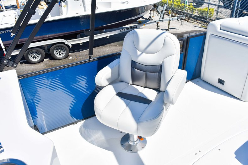 Thumbnail 18 for New 2019 Hurricane FunDeck FD 236 Wet Bar OB boat for sale in Miami, FL