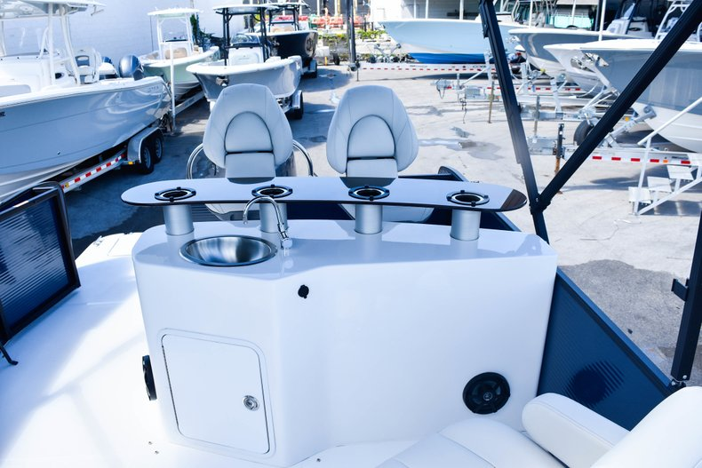 Thumbnail 51 for New 2019 Hurricane FunDeck FD 236 Wet Bar OB boat for sale in Miami, FL