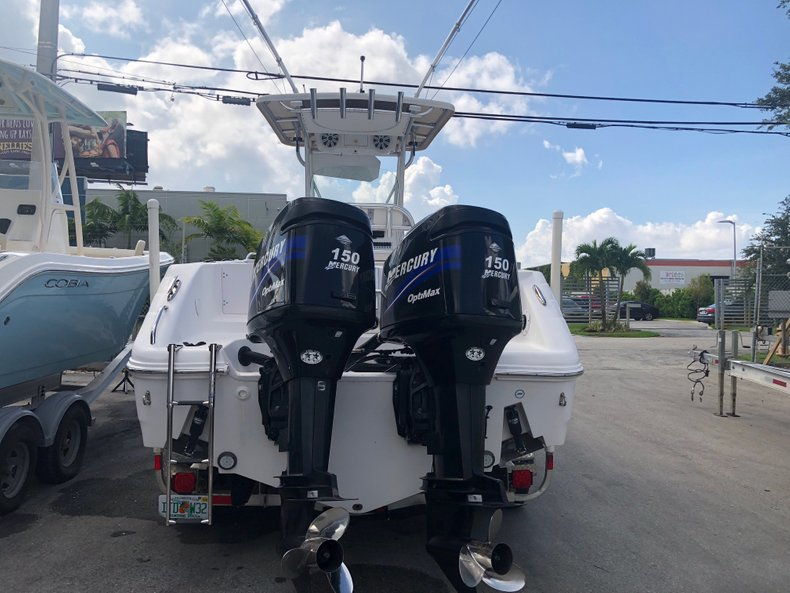 Thumbnail 2 for Used 2007 Pro-Line 26 Super Sport CC boat for sale in Miami, FL