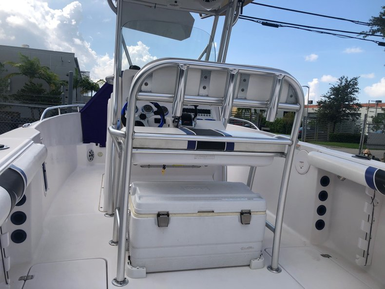 Thumbnail 4 for Used 2007 Pro-Line 26 Super Sport CC boat for sale in Miami, FL
