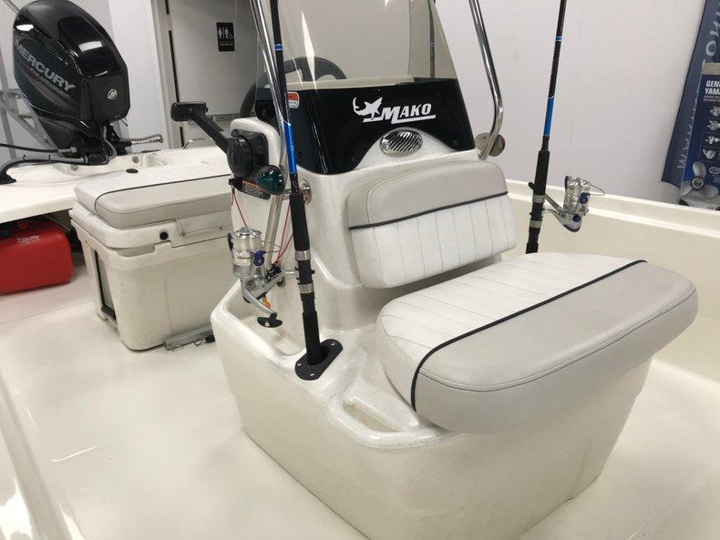 Thumbnail 6 for Used 2016 Mako Pro Skiff 17 boat for sale in Miami, FL