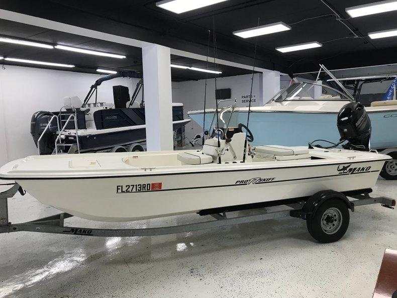 Thumbnail 2 for Used 2016 Mako Pro Skiff 17 boat for sale in Miami, FL