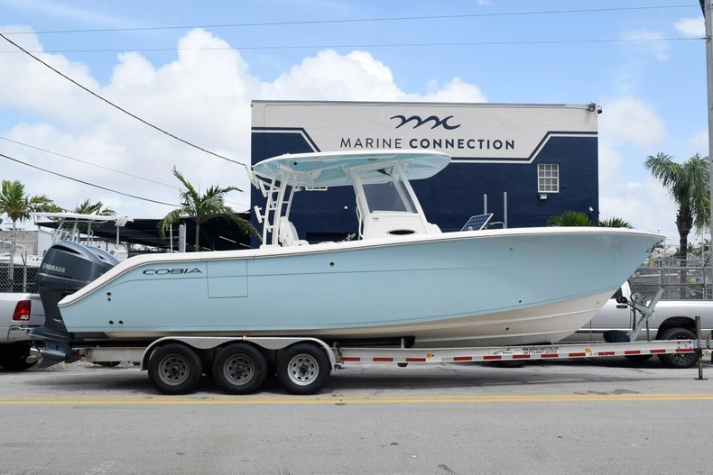 Thumbnail 4 for New 2019 Cobia 301 CC Center Console boat for sale in Vero Beach, FL