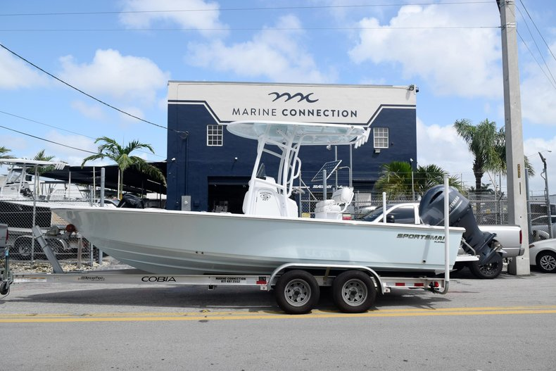 Thumbnail 4 for New 2020 Sportsman Masters 227 Bay Boat boat for sale in Miami, FL