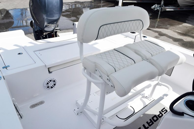Thumbnail 25 for New 2020 Sportsman Masters 227 Bay Boat boat for sale in Miami, FL