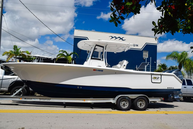 Thumbnail 3 for Used 2018 Sea Hunt Game Fish 30 Center Console boat for sale in Miami, FL