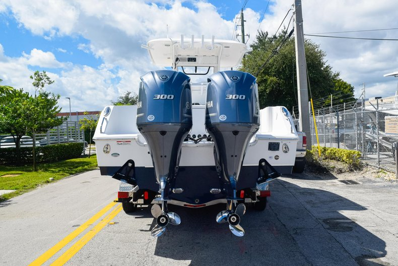 Thumbnail 5 for Used 2018 Sea Hunt Game Fish 30 Center Console boat for sale in Miami, FL