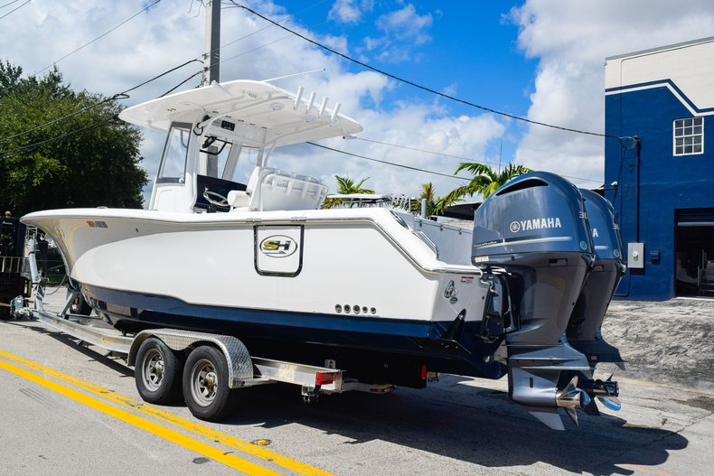 Thumbnail 4 for Used 2018 Sea Hunt Game Fish 30 Center Console boat for sale in Miami, FL