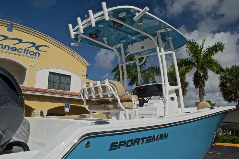 Thumbnail 11 for New 2017 Sportsman Open 212 Center Console boat for sale in Fort Lauderdale, FL