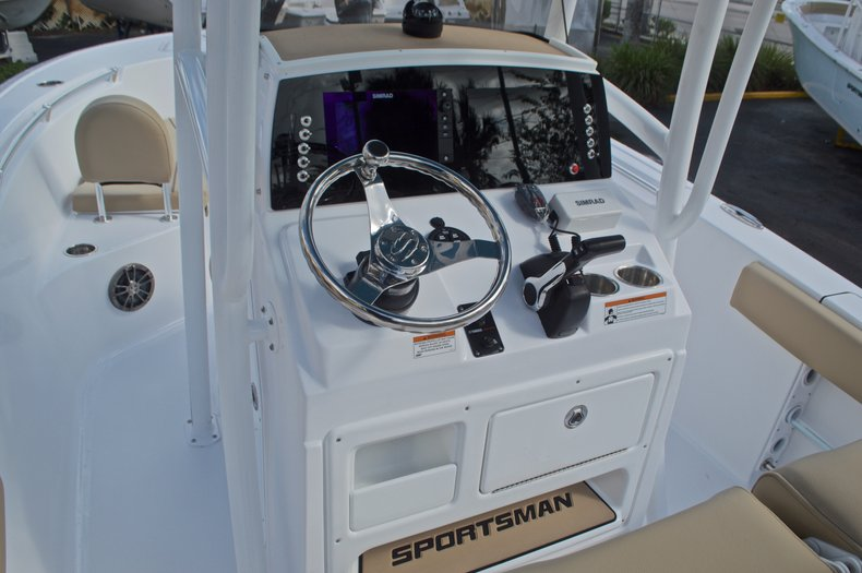 Thumbnail 30 for New 2017 Sportsman Open 212 Center Console boat for sale in Fort Lauderdale, FL