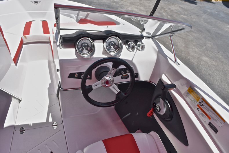 Thumbnail 27 for Used 2014 Glastron GT185 Bowrider boat for sale in Fort Lauderdale, FL
