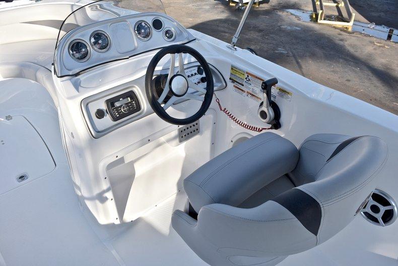 Thumbnail 23 for New 2018 Hurricane 203 SunDeck Sport OB boat for sale in Fort Lauderdale, FL
