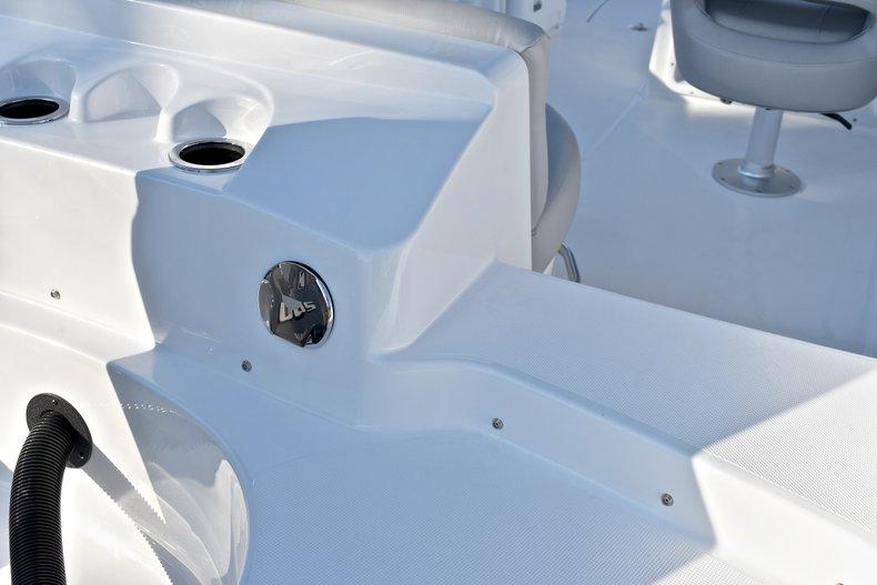 Thumbnail 9 for New 2018 Hurricane 203 SunDeck Sport OB boat for sale in Fort Lauderdale, FL