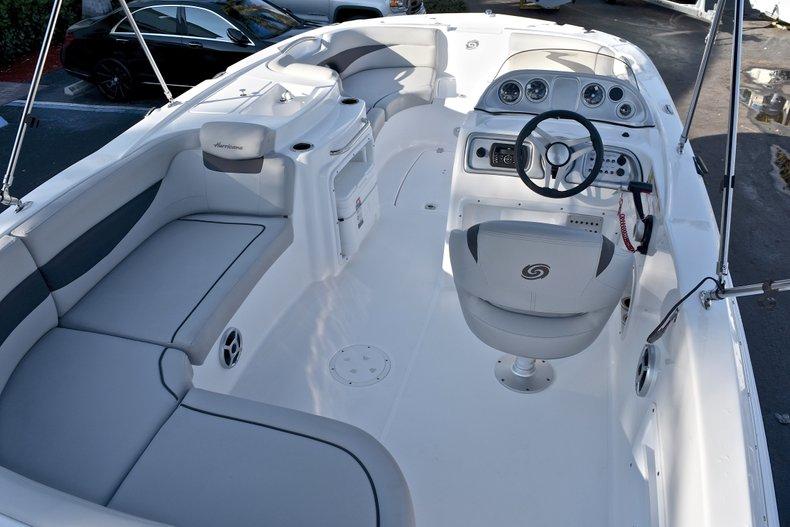 Thumbnail 11 for New 2018 Hurricane 203 SunDeck Sport OB boat for sale in Fort Lauderdale, FL