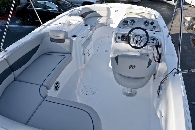 Thumbnail 11 for New 2018 Hurricane 203 SunDeck Sport OB boat for sale in West Palm Beach, FL