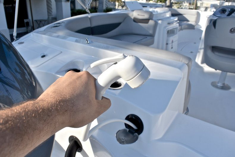 Thumbnail 10 for New 2018 Hurricane 203 SunDeck Sport OB boat for sale in Fort Lauderdale, FL